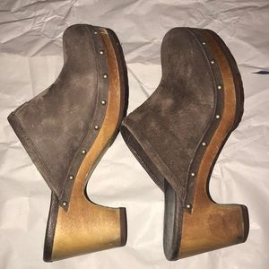 UGG Shoes - BROWN UGG clogs